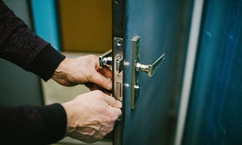 7 Crucial Times to Consider Lock Changing Services